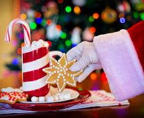 Is it wrong to teach your kids to believe in Santa? Great list of pros/cons!