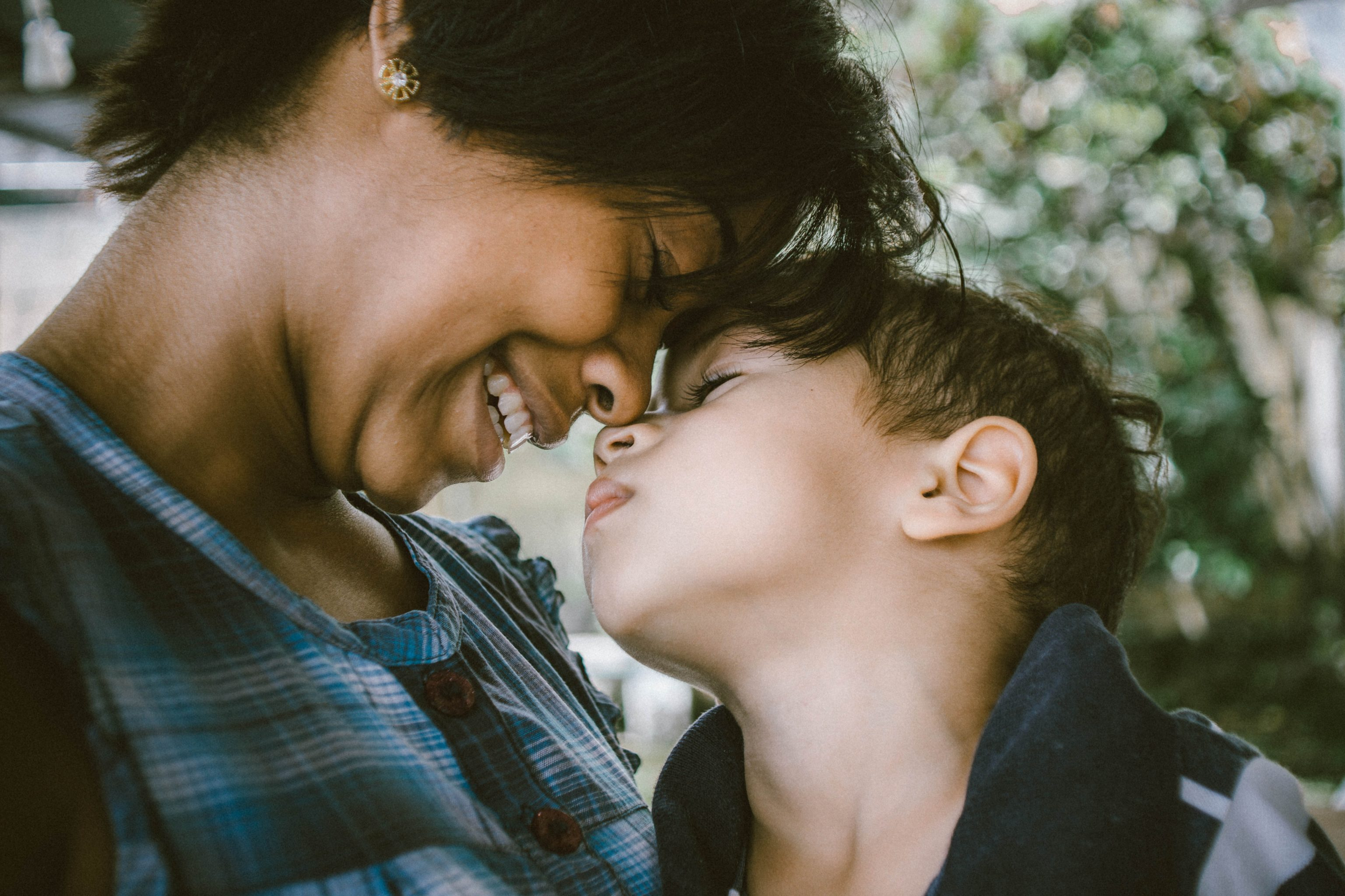 Working Mom vs Stay at Home Mom - What You Need to Think About