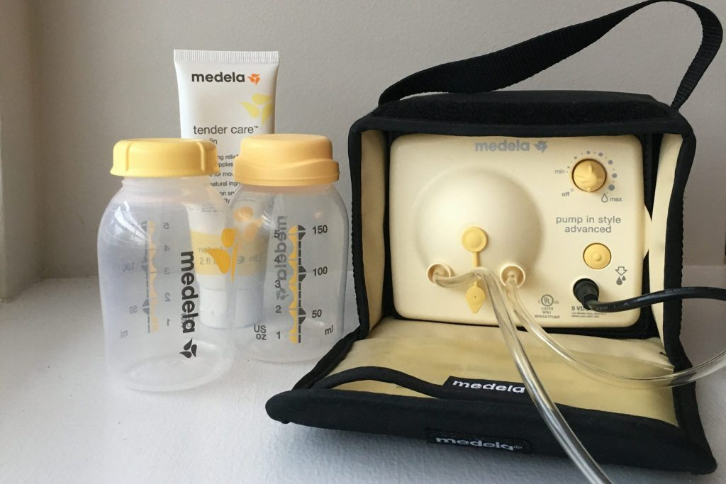 Everything you need to know about how to combine breastfeeding and pumping
