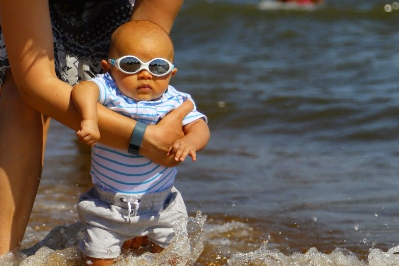 10 Essential Hacks for Taking Baby to the Beach